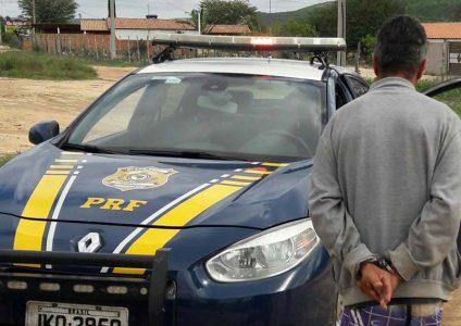 O homem detido tem 41 anos e foi encaminhado para delegacia de polícia judiciaria local | FOTO: Divulgação/PRF |