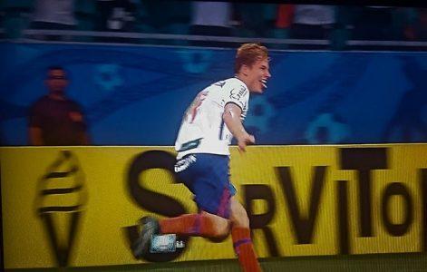 Wesley corre pra festejar o único gol do jogo. Foi o segundo que ele marcou em dois jogos pelo tricolor (Foto:Reprodução)