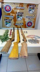 Ambos os acusados foram conduzidos até a delegacia de Seabra com os materiais apreendidos | FOTO: Divulgação/Cipe-Chapada |