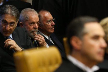 Brasília - O ex-presidente Lula participa da cerimônia de posse da nova presidente do Supremo Tribunal Federal (STF), ministra Cármen Lúcia (Valter Campanato/Agência Brasil)