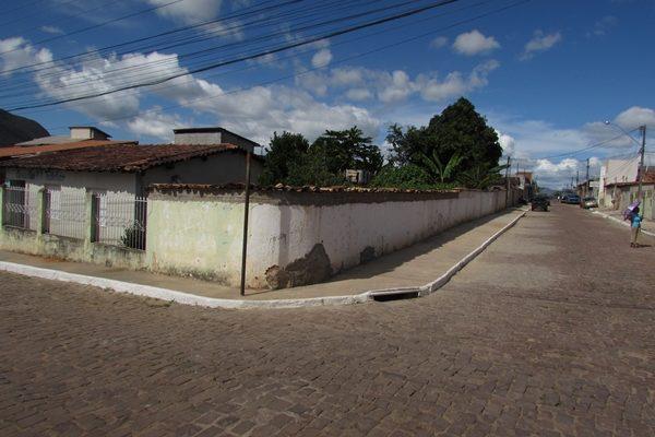 Projeto cidade limpa (construção de calçadas em toda a cidade)