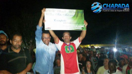 Premiando o campeão Areias: Bira do Salão faz a entrega do cheque no valor de R$ 3.000.