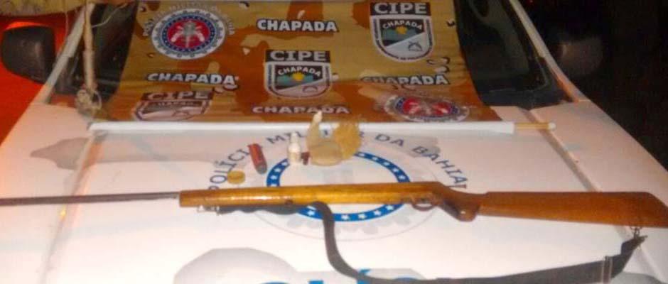 'Xerife' foi detido com a arma de fogo e apresentado à Delegacia de Polícia local   FOTO: Divulgação/Cipe-Chapada  