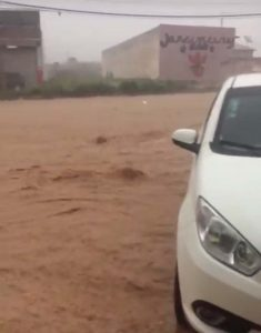 A chuva causou transtornos e ameaçou veículos estacionados no centro de Cascavel | FOTO: Reprodução/Youtube |